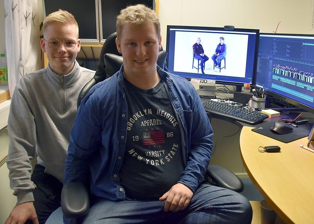 UNIK HISTORIE: Eskild Vika Amundsen (til høyre) har laget dokumentar med farens drapsmann. Stian Karlstad Berntsen har vært med som produsent. Dokumentaren har premiere i Rådhuskinoen på Flisa torsdag 5. desember.