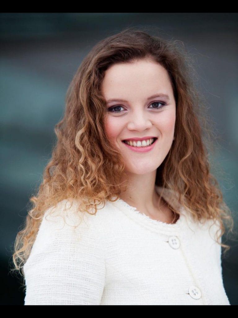 SOLIST: Rita Therese Ziem er klassisk operasanger fra Bergen, men er i dag bosatt på Skarnes. Rita har solisterfaring innen opera fra blant annet Den Norske Opera & Ballett og operaen i Zürich.