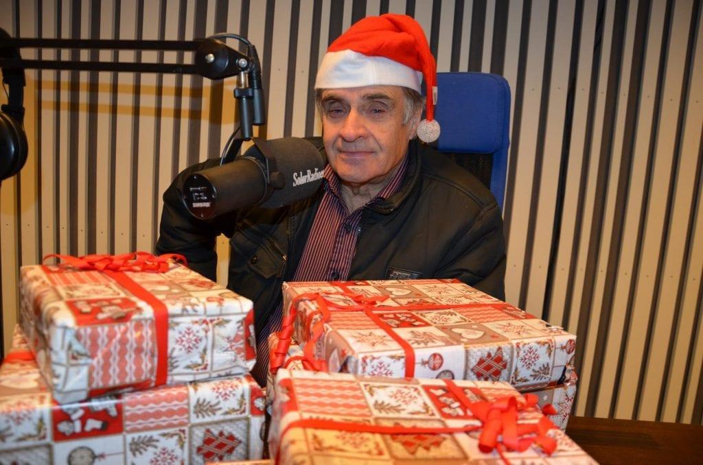 TRADISJON: Knut Lilleåsen er igjen klar foran mikrofonen med «God jul Solør» tirsdag 24. desember. Arkivfoto