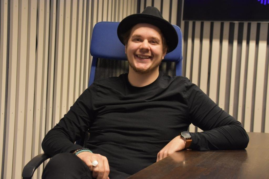 SLIPPES FREDAG: Anders Trongaard har jobbet to år med debutalbumet som er klart for lansering. Tekstene er personlige og handler blant annet om utfordringene Trongaard har hatt i livet.