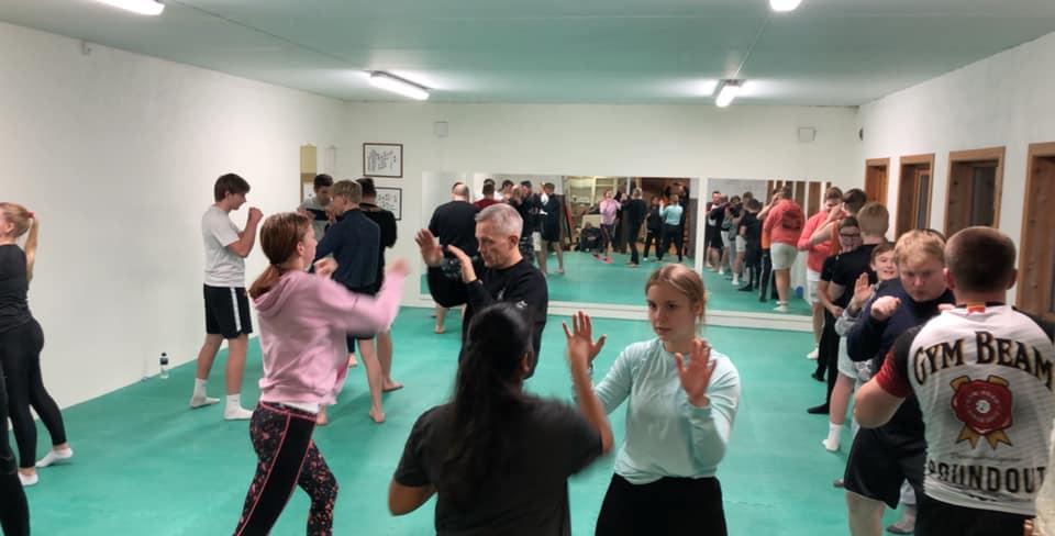 KLARE: Nå blir det kampsporttrening også for barn. Her fra den første treninga etter åpningen i november i fjor. Foto: Privat