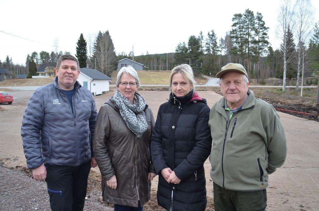 GLEDER SEG: Meninghetsrådet i Åsnes Finnskog kirke gleder seg til å kunne åpne den nye parkeringsplassen. Til venstre, Arne Skinneggen, Tove Strand, Mona Kristin Larsen (leder) og Reidar Vålbekken.