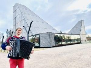 PÅ HJEMMEBANE: Musiker og vålersokning Frode Haltli er endelig tilbake på hjemme igjen og er klar for konsert i Våler kirke i mars. Foto: Liv Rønnaug B. Lilleåsen