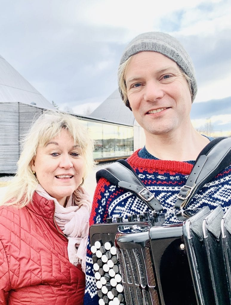 EN ÆRE: Kultursjef i Våler, Cathrine Hagen sier det er en ære å få musikeren tilbake til Våler igjen. Foto: Liv Rønnaug B. Lilleåsen