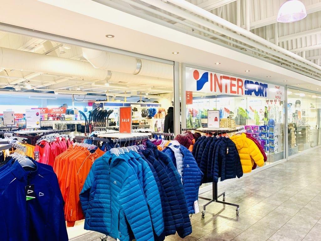 KONKURS: Intersport-kjeden er konkurs, noe som blant annet rammer Intersport-butikken her på Flisa Stormarked. Foto: Liv Rønnaug Lilleåsen