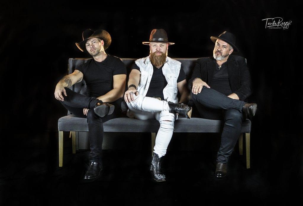 KLARE MÅL: Borderville heter det nye bandet til Daniel Borge (fra venstre), Ole Kristian Ruud og Tommy Michaelsen. Målet er USA-turné innen to år. 22. mai spiller de på Helt Ville Dager. (Foto: Tovita Razzi).