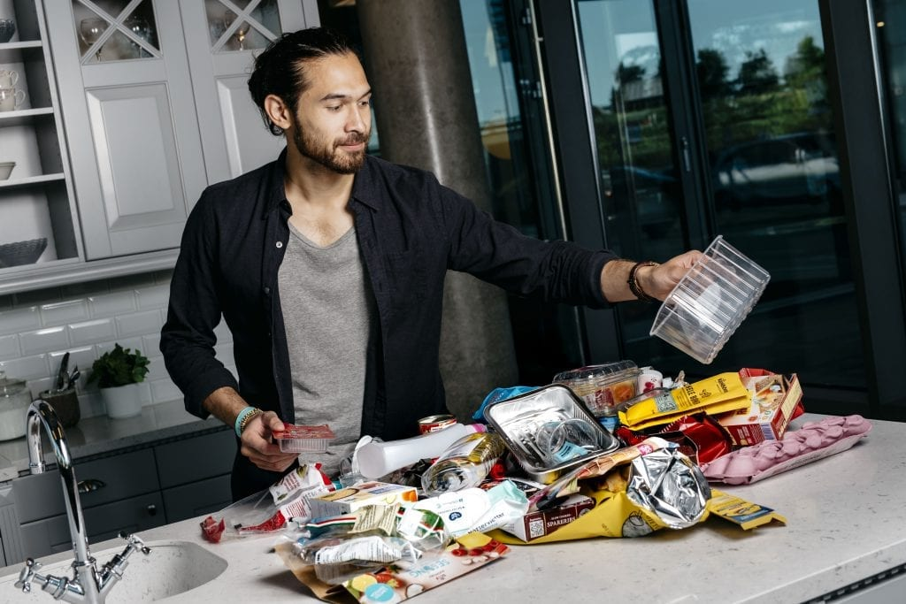 SORTERERING: De fleste nordmenn er flinke til å sortere emballasje. Foto: Fartein Rudjord