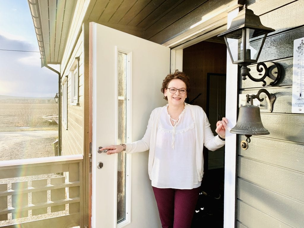 NAMNÅ CALLING: Caroline flyttet inn til Magne Kløften i juli i fjor, og stortrives. Foto: Liv Rønnaug B. Lilleåsen
