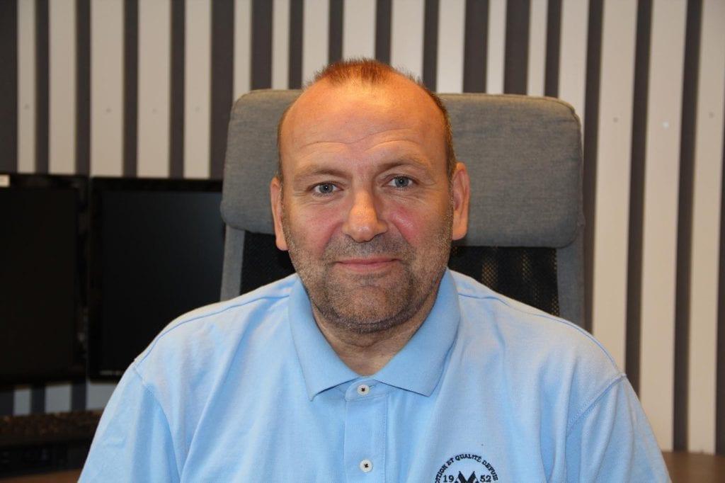 STØTTER OPP: Kompass Bygg, her ved daglig leder Erik Holtet, støtter DNT Finnskogen og omegn - Solør med 20.000 kroner.
