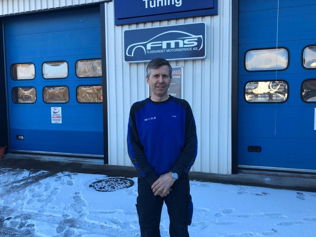 STARTET ALENE: Roger Bjørneset startet opp alene i garasjen sin for 30 år siden. Når har han eget verksted og seks ansatte. Foto: Jørgen Mathiesen