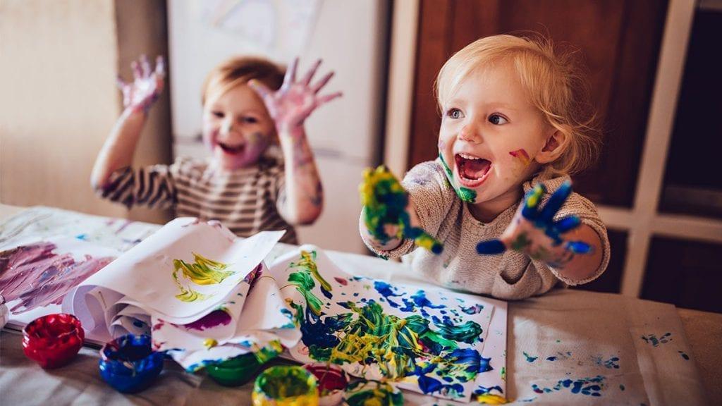 DEKKER REGNINGA: Regjeringen betaler for barnehageplass og SFO så lenge de er stengt. Foto: Istock.com