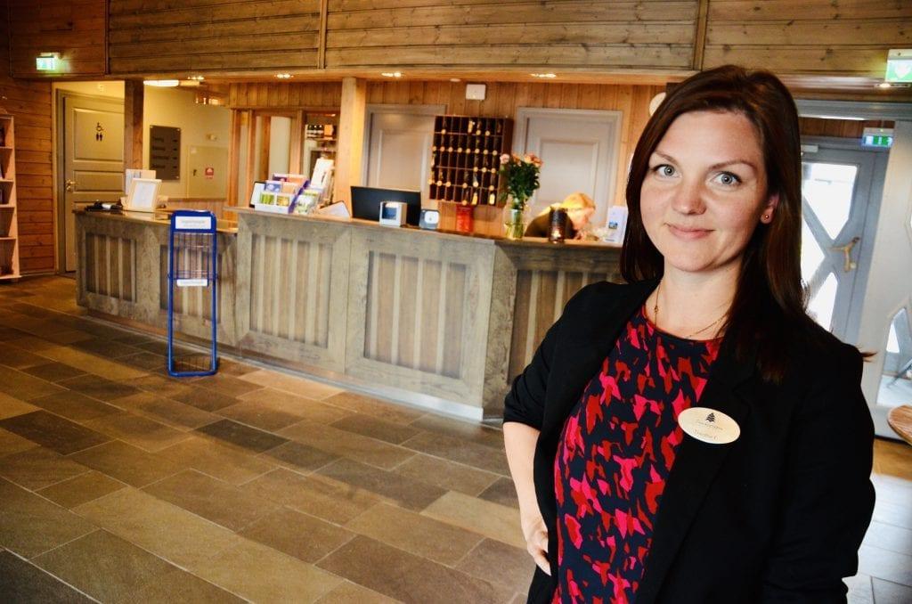 STENGT: Finnskogen Velværehotell stengte dørene torsdag klokka 18. Daglig leder Therese Eriksson er spent på Regjeringens tiltakspakke som legges fram i dag. Foto: Finnskogen Velværehotell
