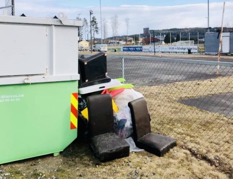 SØPPEL: I løpet av helga har kontaineren til Flisa Allianseidrettslag blitt fylt opp til randen. Foto: Privat