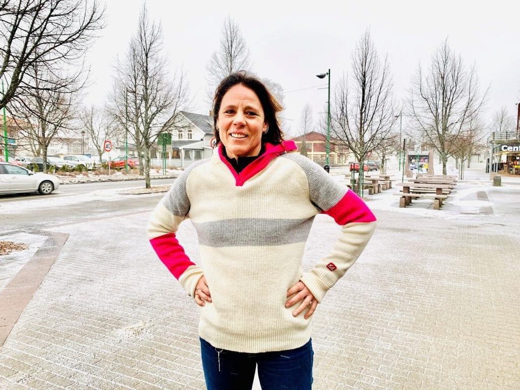MORO: Anette Mobakk inviterte til oppstartsmøte denne uka, og nå blir det damekor. Foto: Liv Rønnaug B. Lilleåsen