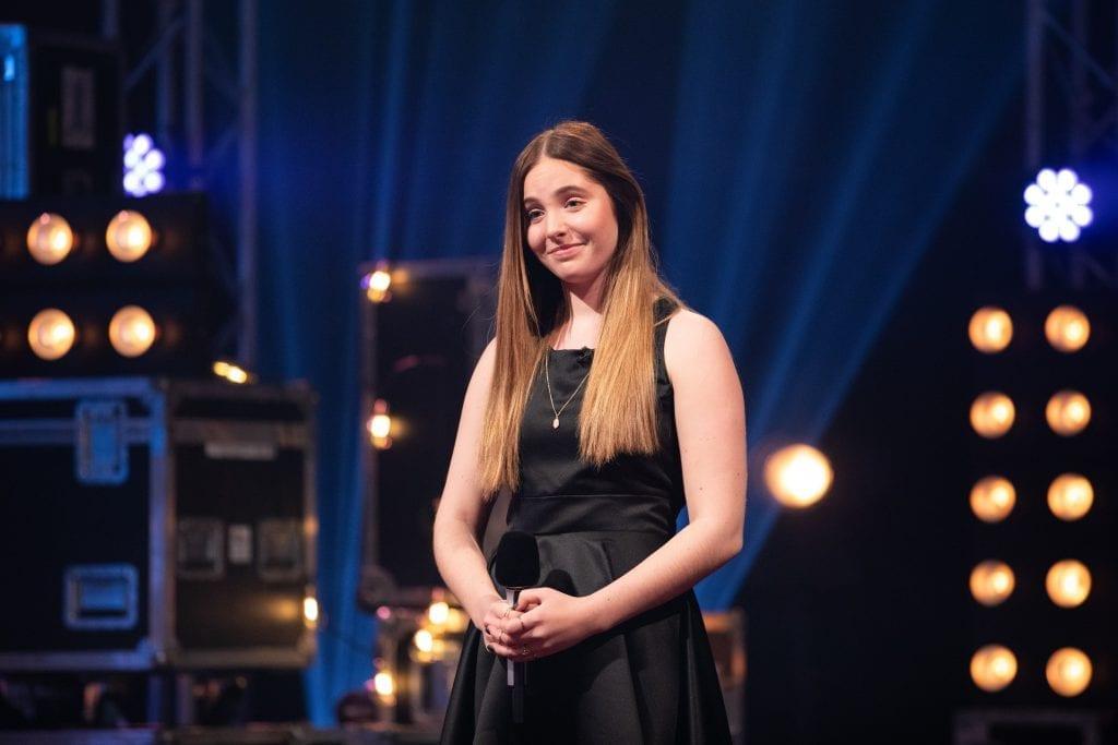 KLAR IGJEN: Fredag er Mari Bølla (15) igjen klar for Idol på TV2. Nå er hun blant de 15 beste i årets konkurranse. (Foto: Helene Kjærgaard Sviland/TV2).