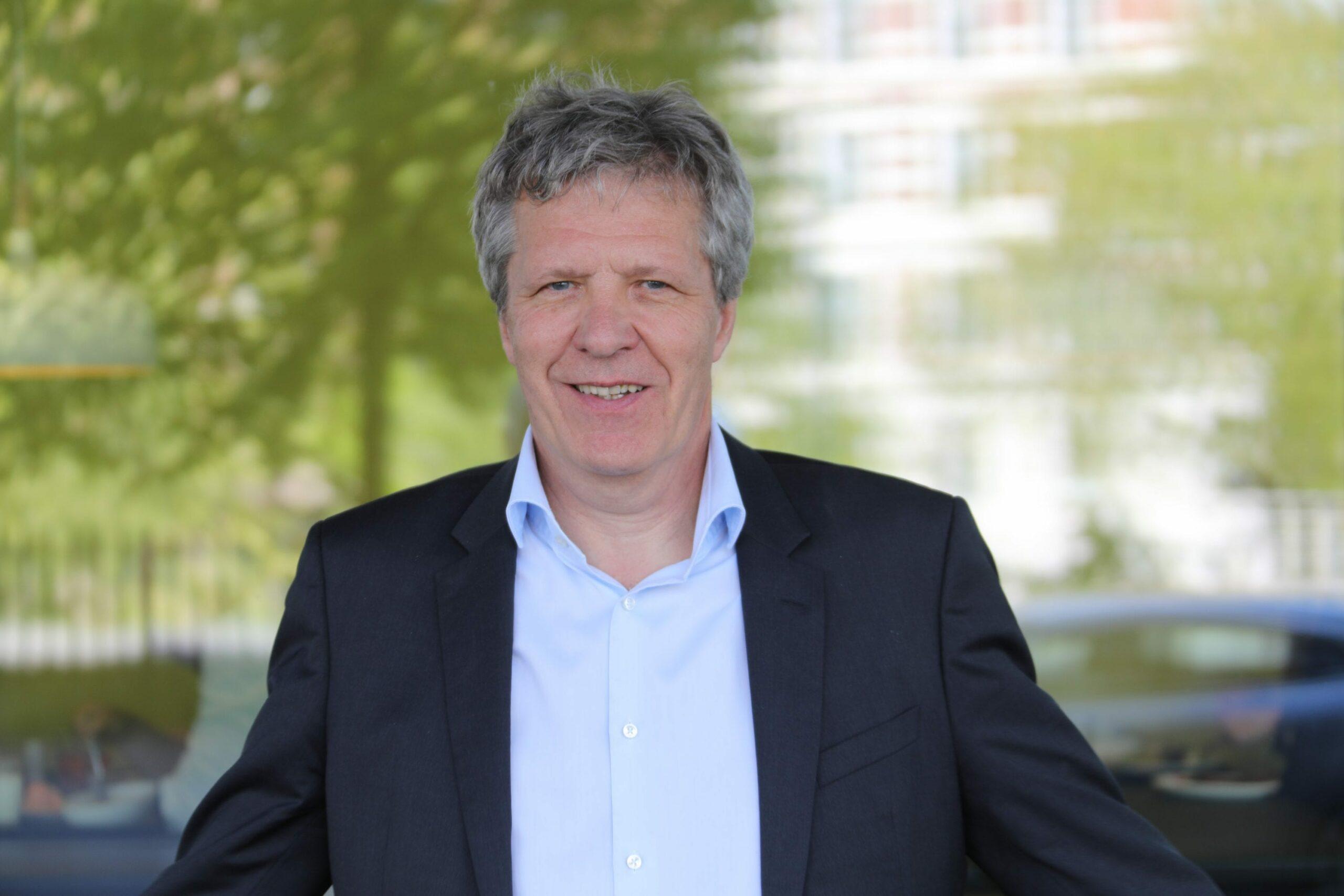 RÅD: Advokat Sigurd Øyvind Kambestad gir svar på spørsmål til deg som arbeidstaker. Foto: Trygve Bergsland/Parat