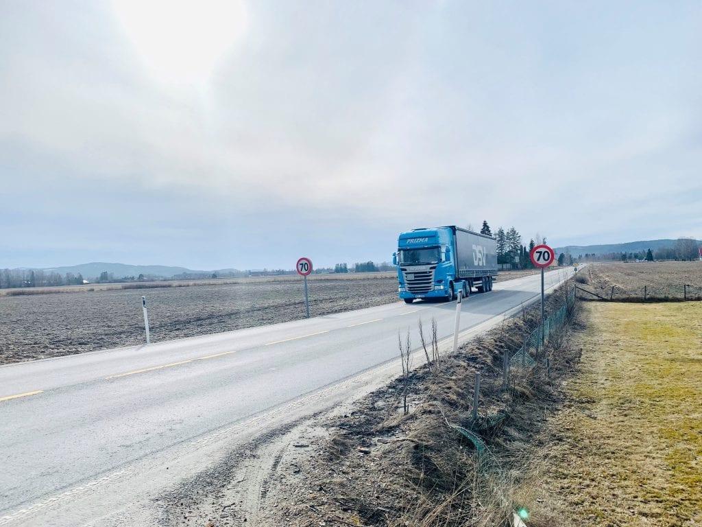 RENT: Vårrengjøringen av fylkesveger er godt i gang i Hedmark. Foto: Liv Rønnaug Lilleåsen
