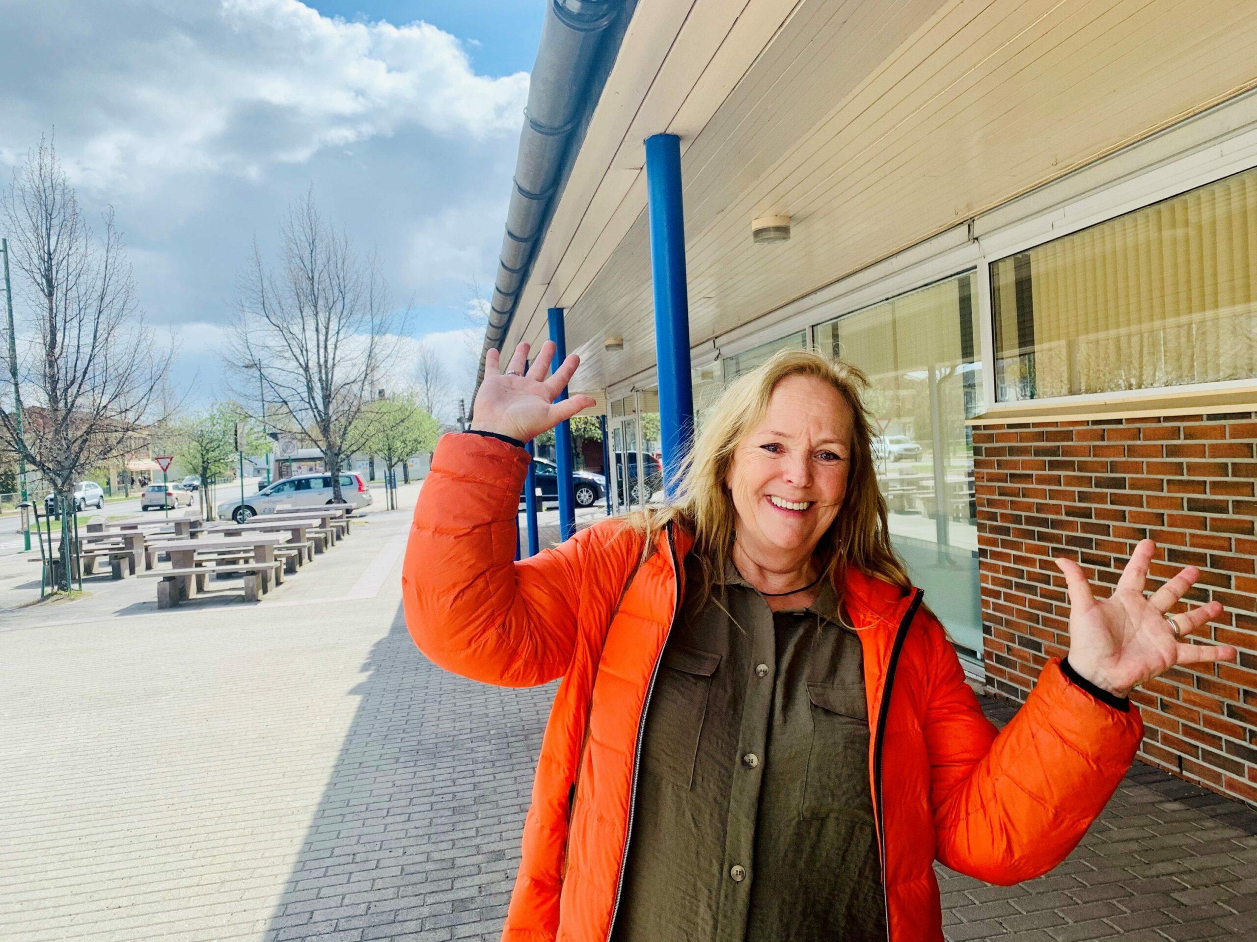 FORNØYD: Daglig leder ved Grue Frivilligsentral er meget fornøyd med at de er sikret statlig støtte i ett år til. Foto: Liv Rønnaug B. Lilleåsen