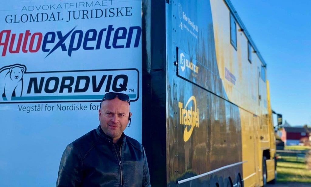 BRENNER FOR IDRETTSLAGET: Rallycrossføreren og NM-vinneren fra Grue, Herbjørn Haug, brenner for motorsport, men også for sitt lokale idrettslag. Nå har han startet et spleiselag for å hjelpe Grue IL i en utfordrende tid. Foto: Privat