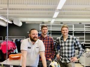 LIV LAGA: Disse tre solungene mener det absolutt er liv laga for en sportsbutikk på Flisa. Her er eierne Jonas Gottenborg Larsen (daglig leder), Olav Lie Sveen og Tore Andreas Gundersen. Foto: Liv Rønnaug B. Lilleåsen