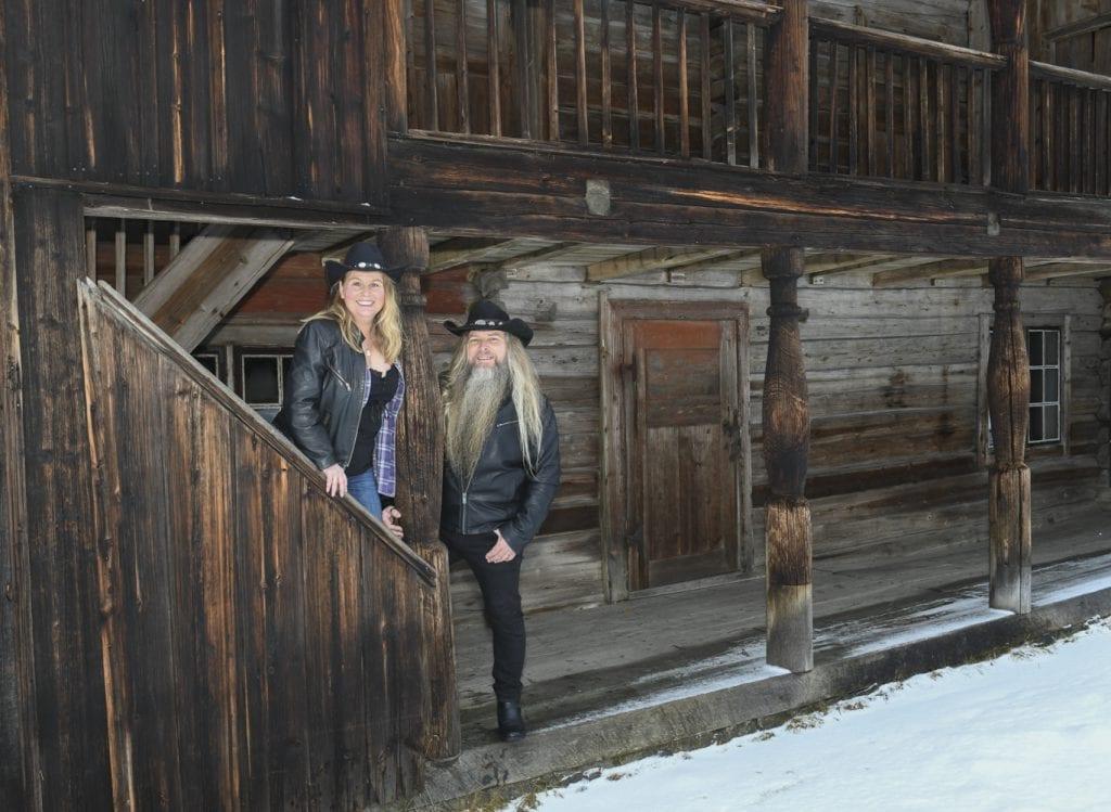SLIPPER CD: Sunniva Græsmo og Trygve Lillemo slipper 25. mai sin første CD. Duoen har spilt sammen siden SolørMart'n i fjor, og publiserte musikken sin på Facebook noen måneder før dette. Foto: Jan Rune Samuelsen.