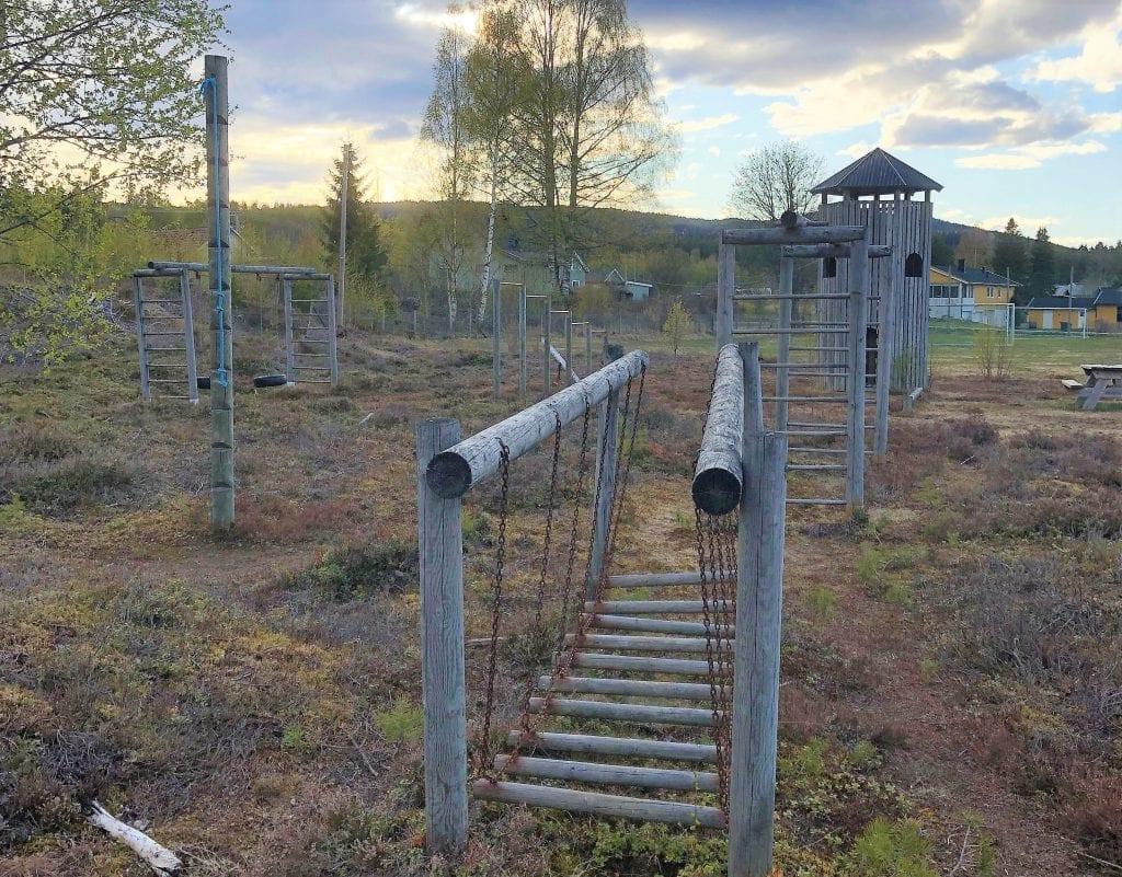 RUSTER OPP: Nordaberget ønsker å ruste opp lekeplassen for de mange nye innbyggerne som har kommet til. Nå drar de i gang spleis for å få realisert planene. Foto: Bjørnar Amundrud