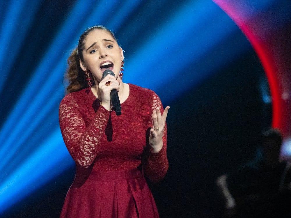 KAN GÅ TIL FINALEN: Det er ikke utenkelig at Mari Bølla går til finalen, og vinner årets Idol på TV2. Så langt har hun ikke vært i faresonen for å gå ut én eneste gang. Foto: Tv2.