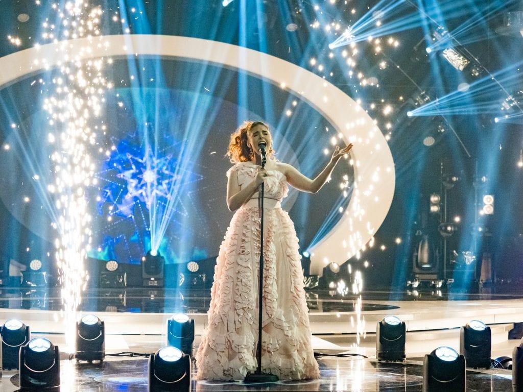 VAR SUVEREN: Mari Bølla er landets nye Idol! Fredag kveld vant hun Idol på TV2. Foto: Thomas Andersen / TV 2