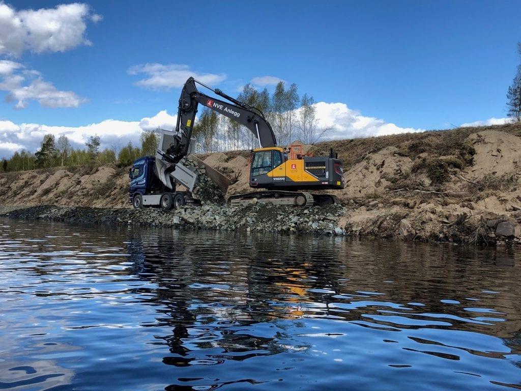 SKADER: Flomverken på Stemsrud på Namnå og flere steder langs Glomma er forsterket og utbedret. Foto: Fylkesmannen i Innlandet