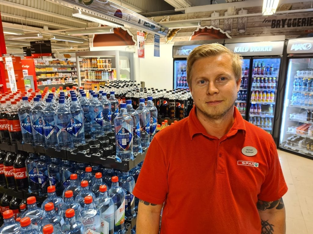 HAR ØKT VOLDSOMT: Butikksjef hos Spar Flisa, Michael Isaksson, kan konstatere kraftig salgsøkning og overskudd med stengt svenskegrense. Når grensa åpner igjen er det tilbake til normalen, og butikken legges derfor ned. Siste åpningsdag er lørdag 8. august.