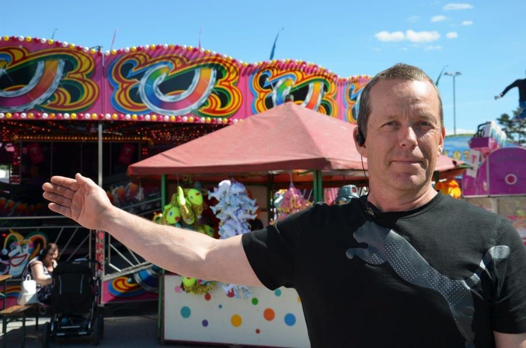 : Arne Grønnesby er glad for å kunne ta med seg tivoli til Flisa under handelsdagene fra 25. juni. Det blir berg-og-dalbanen Dragen og to barnekaruseller som settes opp.