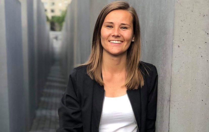 LØNNSOM FLISATUR: Hanne Marte Bråten fra Hof vant kvitteringskonkurransen under helgas salgsdager på Flisa. Hun vinner gavekort på 10.000 kroner fra valgfri butikk på Flisa.
