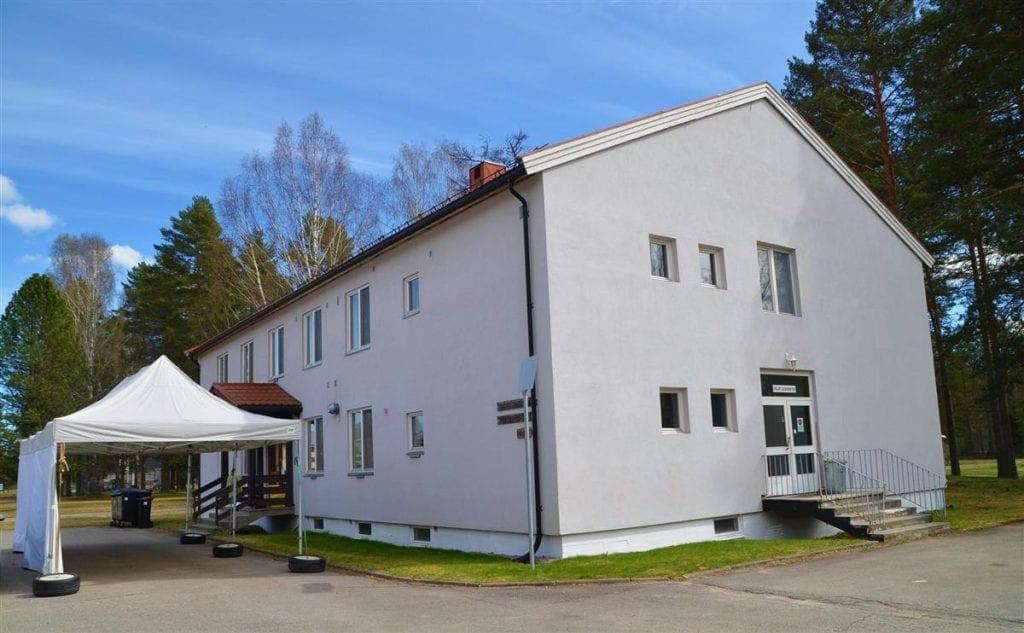 KORONA-SAMARBEID: Elverum kommune velger å samarbeide med Åsnes og Våler kommuner om luftveislegevakten på Haslemoen i sommer. Foto: Åsnes kommune.