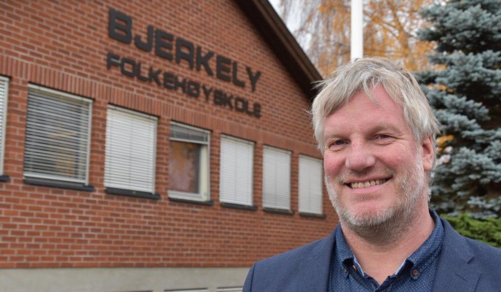 GODE TIDER: Folkehøyskolene i Norge opplever svært gode søkertall. Slik er det også på Arneberg, og rektor ved Bjerkely Folkehøyskole, Per Kristian Hammer, ser positivt på fremtiden for skolen.