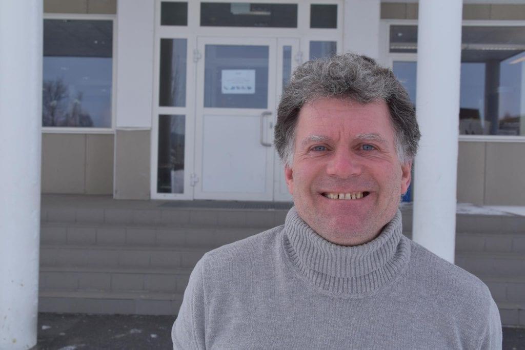 SØKER NYE UTFORDRINGER: Øystein Hanevik slutter som rektor ved Grue barne- og ungdomsskole, og startet i ny jobb ved Norges Natur- og Økologigymnas på Koppang 1. august. Nå søkes det etter hans etterfølger.