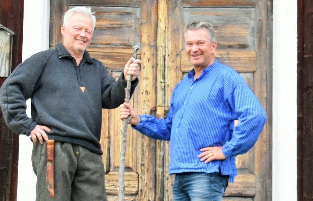 VISER FREM FINNSKOGEN: Christer Nilsson (til venstre) og Kjell Magne Nordvi har startet Finnskogen Guideservice. Foreløpig tar Christer seg av svensk side, og Kjell Magne norsk side av Finnskogen.