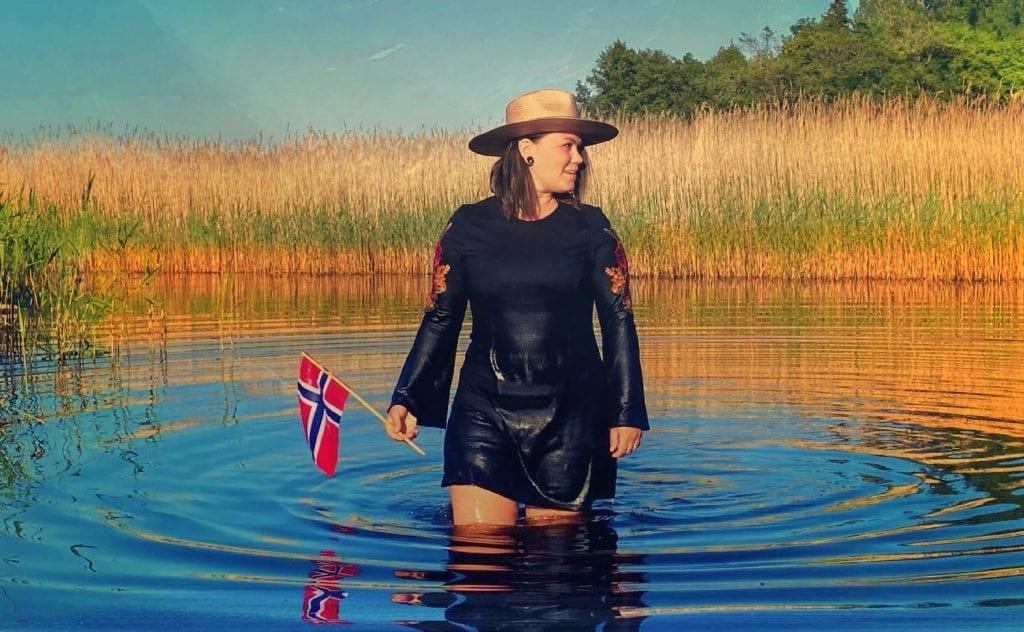 HYLLER NORGE: Erika Jonsson er aktuell med låta «Lillebror». Mottakelsen er svært god på begge sider av grensen.
