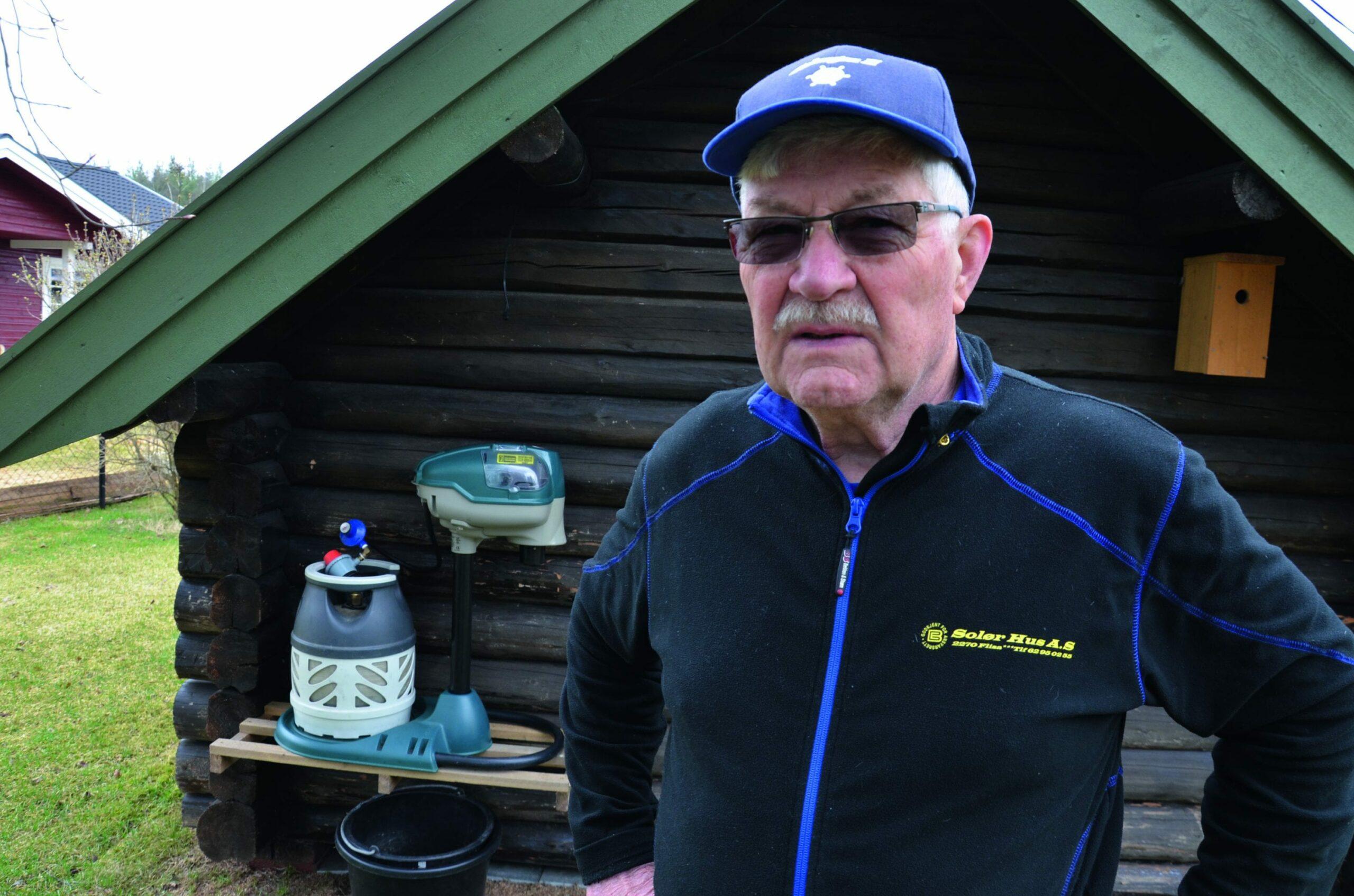 LITE MYGG NÅ: De første par ukene av sommeren var det en del mygg på Flisa, men nå har det dabbet av. Kåre Fjeld i Flissundet mener lav vannstand over flere år gir lite klekking på Myrmoen.