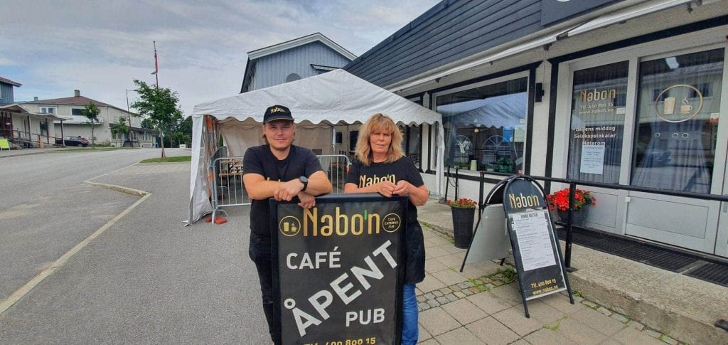 LAGER SENSOMMERDAGER: Fredag 14. og lørdag 15. august blir det sensommerdager hos Nabo'n i Våler. Julianne Mobekk og Jonas Andersen håper mange tar turen til deres erstatning av Vålerdagene som er avlyst.