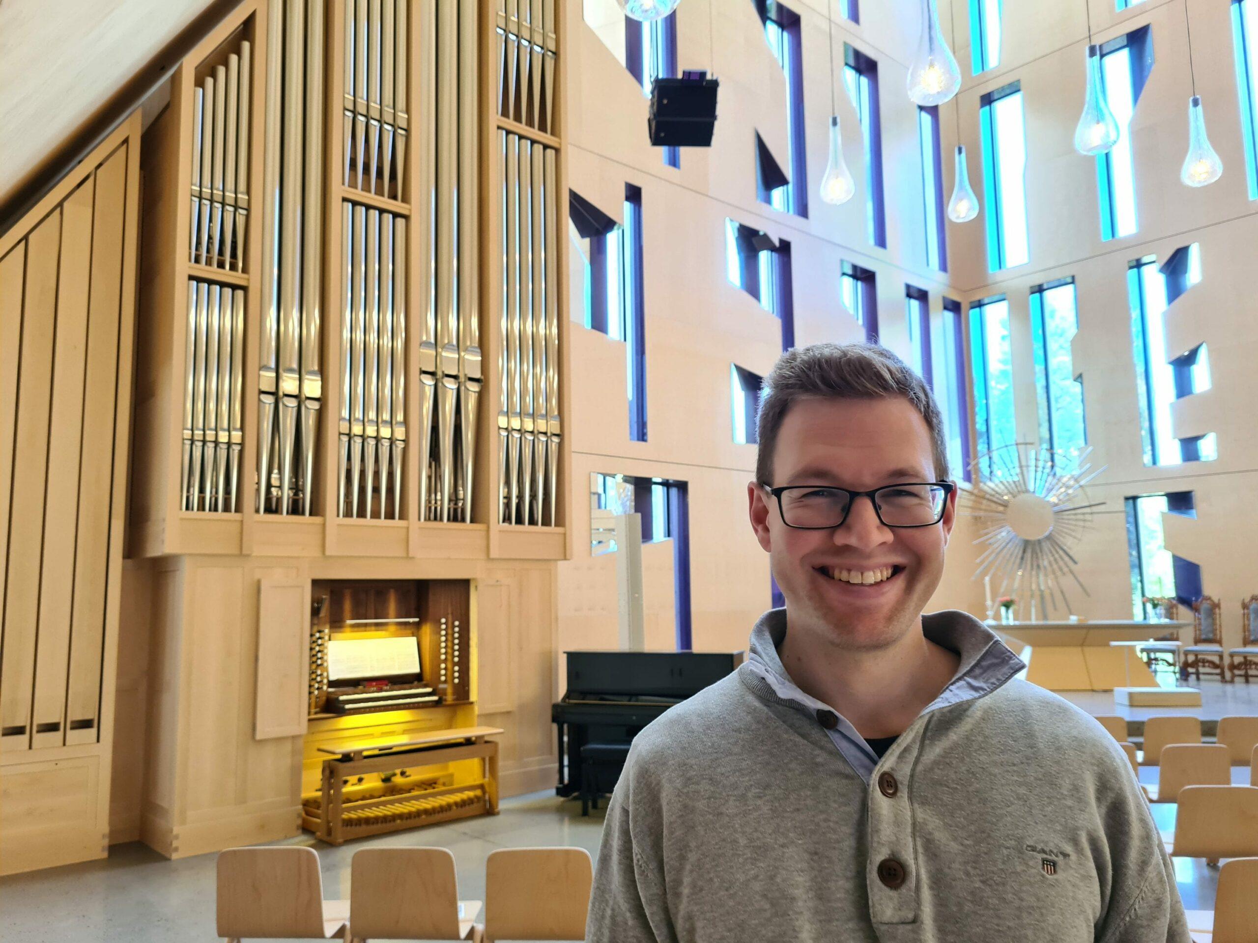 KLART FOR FESTIVAL: Lørdag starter årets orgelfestival i Våler. Kantor, Daniel Bjørlo, håper mange kommer. Åpningskonserten er i Risberget kirkesal, mens resten av festivalen finner sed i Våler kirke.