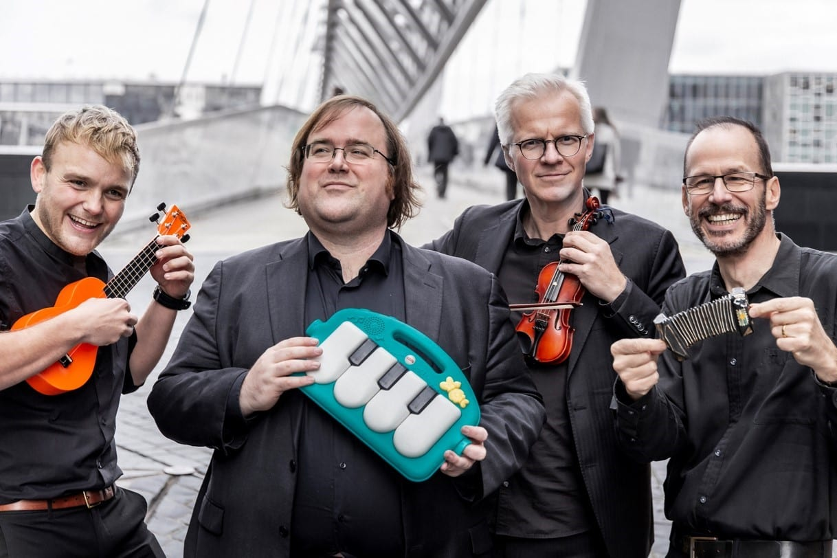 SPILLER I FJØSET: GLO 2020 spiller i Fjøset på Sønsterud søndag 27. september. GLO 2020 består av Christian Ihle Hadland (klaver), Øyvind Gimse (cello), Bernt Ola Volungholen (sang) og Per Arne Glorvigen (bandoneon).