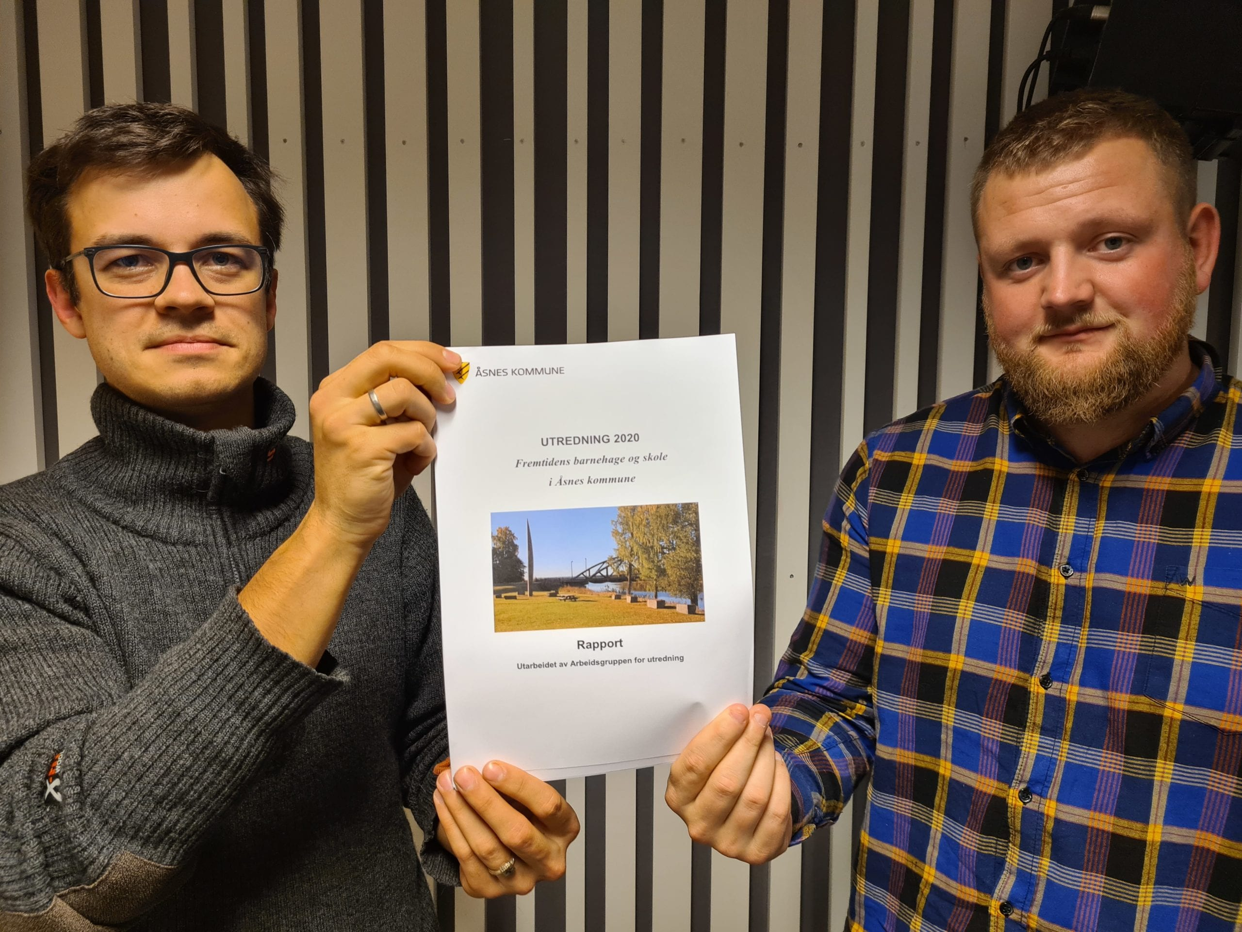 VIL SAMLE KREFTENE: Simon Andersson Støa (til venstre) og Jon Arne Borg Engø er enige med ordføreren om at det beste er å samle skolene på Flisa. I Senterpartiet stemmer trolig seks for storskole og tre mot på mandag.