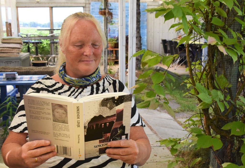 FIKK KULTURPRISEN: Turid Evang ble torsdag tildelt kulturprisen i Våler. Nylig var hun aktuell med sin første roman, «Søkende linje». Foto: Mari Nyberget.