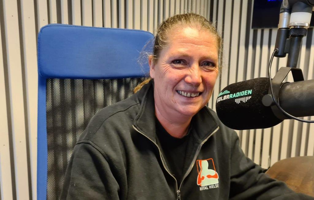 HÅPER PÅ BEDRE TIDER: Anne Karin Bredalen er leder i Mental Helse Våler, og innser nå at de ikke kan ha flere treff på Søndre Hoel i 2020. Nå håper hun å komme i gang igjen med de sosiale samlingene i januar.