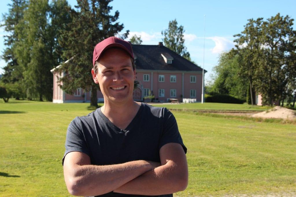 TENKER NYTT: Andreas Bakken fra Grinder er én av finalistene i Grofondet, og kan vinne én million kroner for sin idé. Nå er det opp til folket å bestemme.