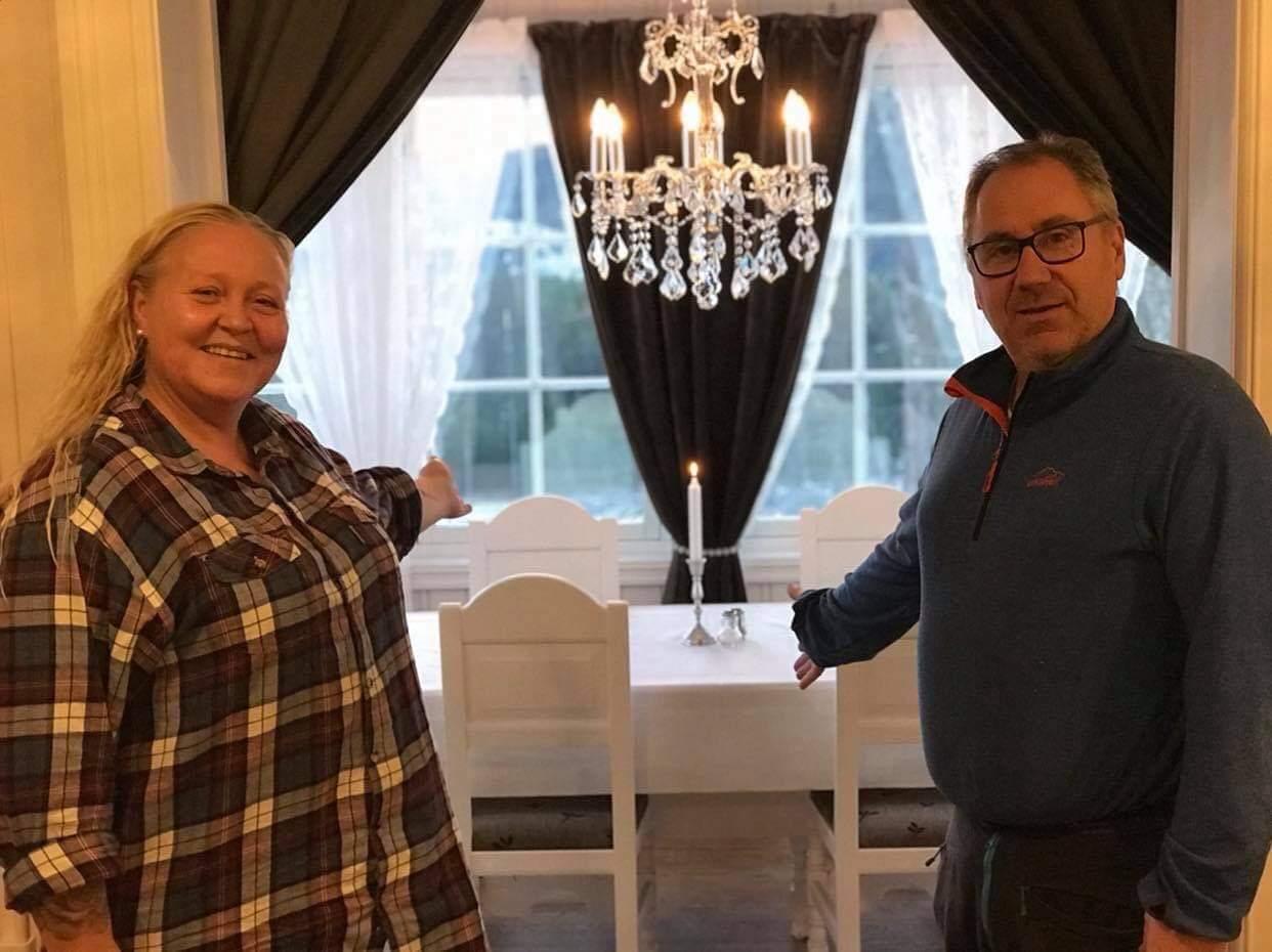 INVITERER INN: Solveig Iversen og Hans Erik Forårsveen inviterer folk fra fjern og nær inn ved Gravberget gård denne helga. De håper mange tar turen, og tar hensyn til gjeldene smittevernregler.