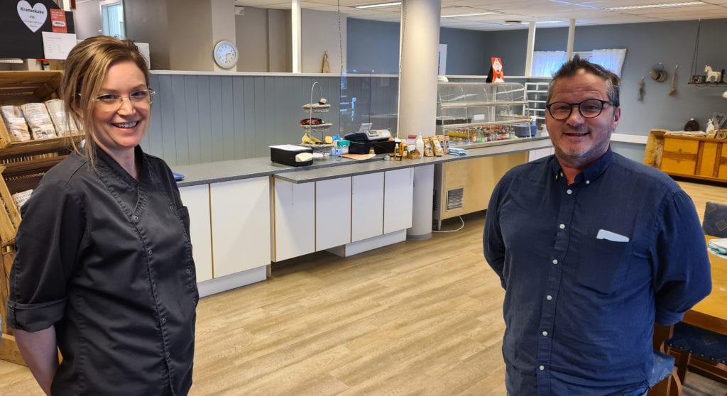 NYE TIDER: Torsdag 21. januar gjenåpnet Ny Vekst og Kompetanse på Kirkenær den populære kafeen i næringshagebygget. Amanda Borge og Dag Nordby ønsker gamle og nye gjester velkommen tilbake.