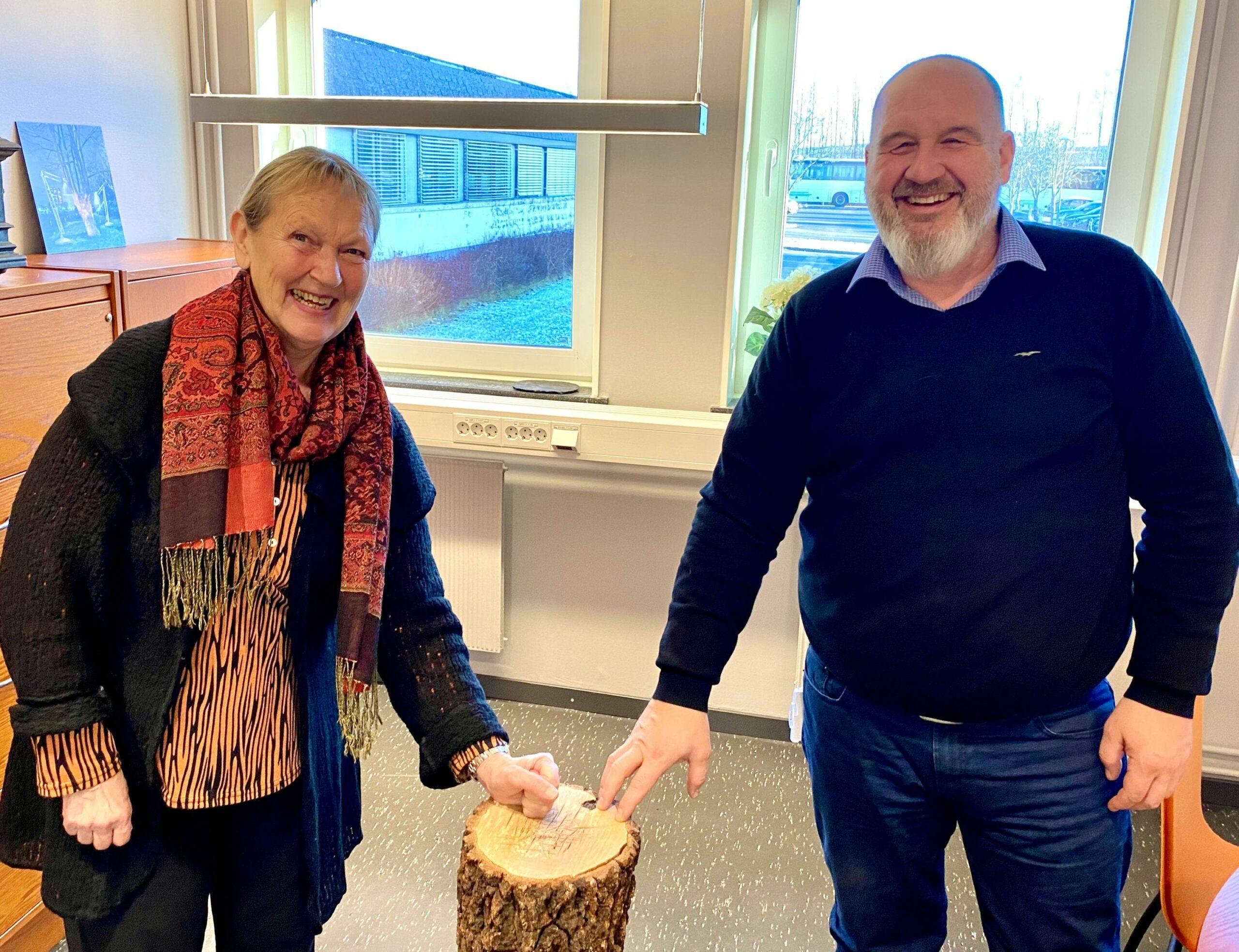 BLIR VIDEREFØRT: Tildelingen fra Innlandet Fylkeskommune og Riksantikvaren sørger for at Finnskogen Natur & Kulturpark kan drive i minst ti år til. Herdis Bragelien og Rune Grenberg er glad for at det offentlige støtter opp om parken.