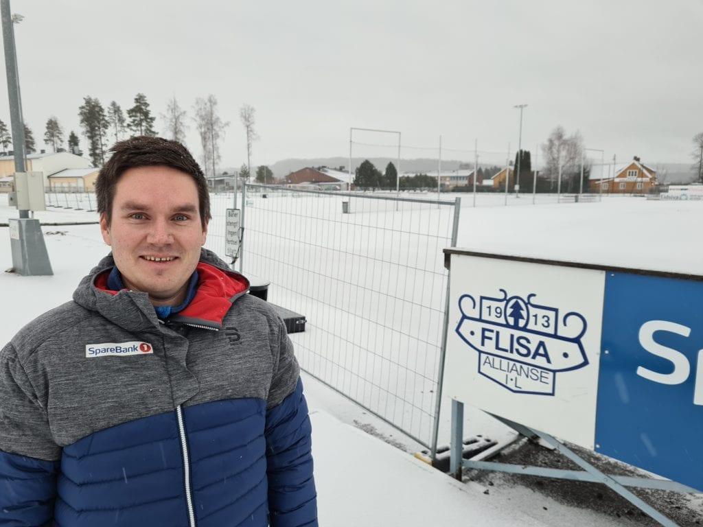 EN BEDRE LØSNING: Styreleder Carl Christian Heiberg i Flisa Allianseidrettslag er glad for at det går mot en løsning for kunstgressbanene på Flisa. Lånebehovet er halvert fra før jul.