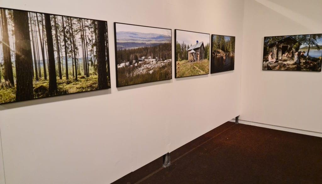 VANDREUTSTILLING: Gjennom folket og kulturen ville Aija Svensson bli bedre kjent med skogfinnene. Utstillingen på skogmuseet er en såkalt vandreutstilling.